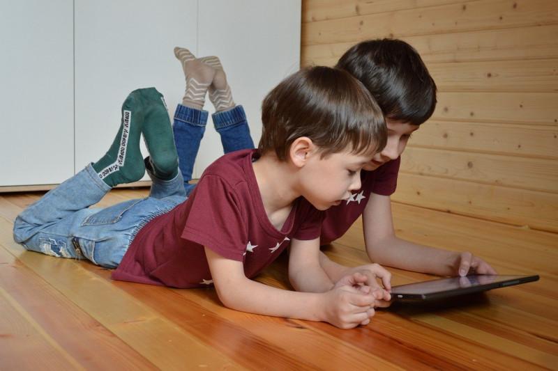 Jangan lupa atur 'screen time' dan jaga anak tetap aktif