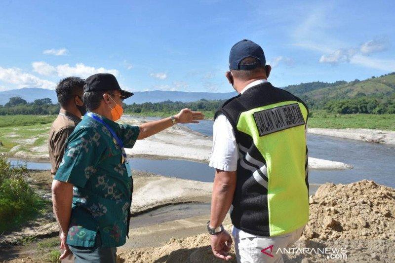 Gubernur Sulteng  tinjau sejumlah lokasi bencana alam di Poso