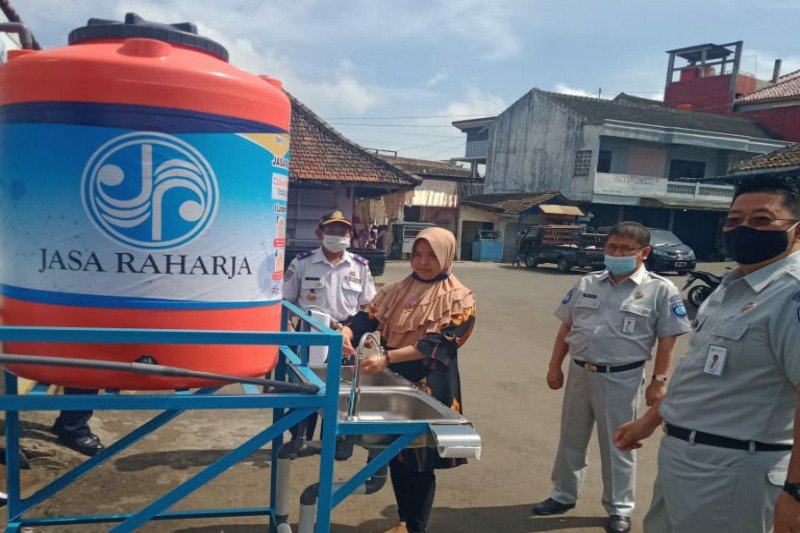 Cegah penyebaran COVID-19, Jasa Raharja bantu wastafel portabel di tiga terminal Kab Semarang