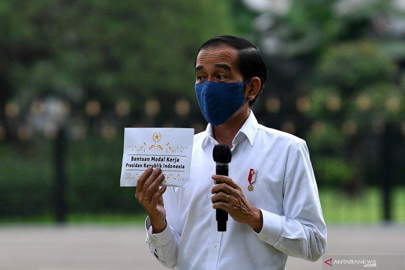 Presiden Jokowi ajak pedagang kecil bersyukur saat beri bantuan modal kerja