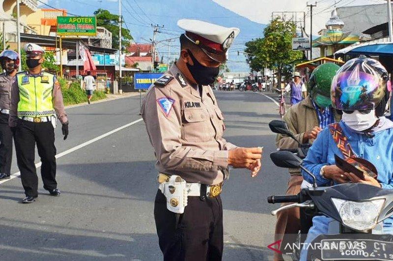 Hari pertama Operasi Patuh Singgalang di Payakumbuh, pelanggar helm masih mendominasi