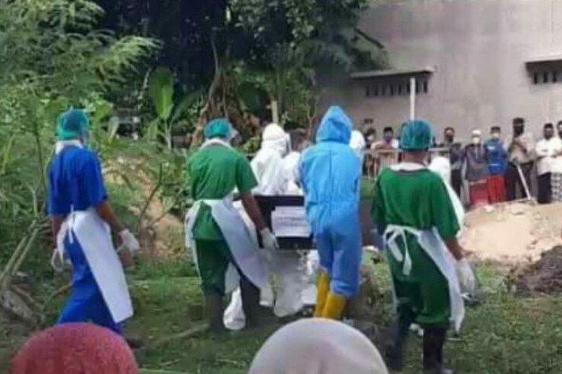 Tenaga medis hamil 7 bulan asal Loteng meninggal akibat COVID-19 dimakamkan sesuai protokol