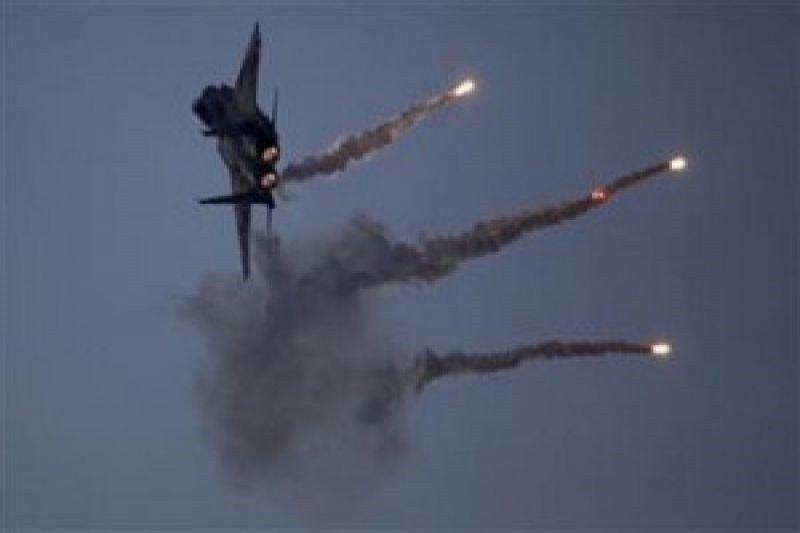 Pesawat Israel melakukan serangan udara di Gaza