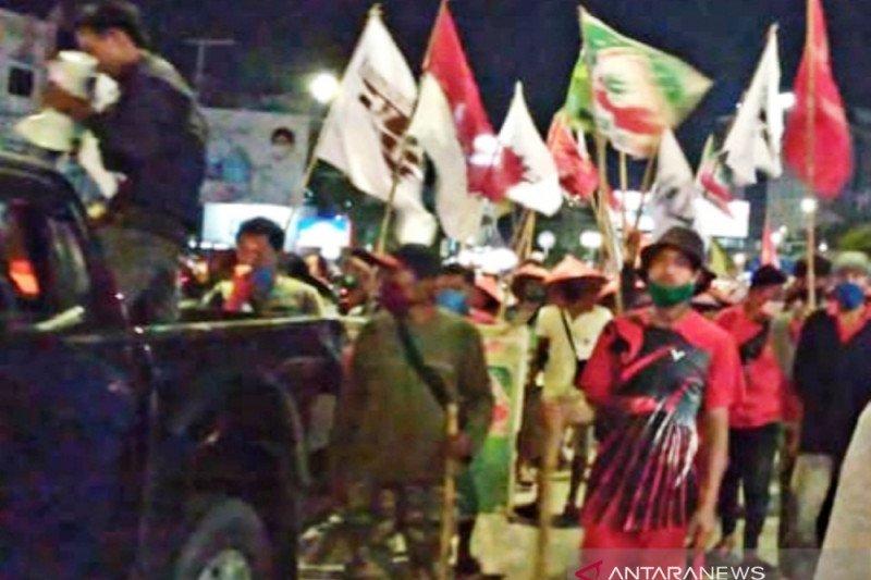 Pejalan kaki pejuang keadilan  tanah dari Medan istirahat di Palembang