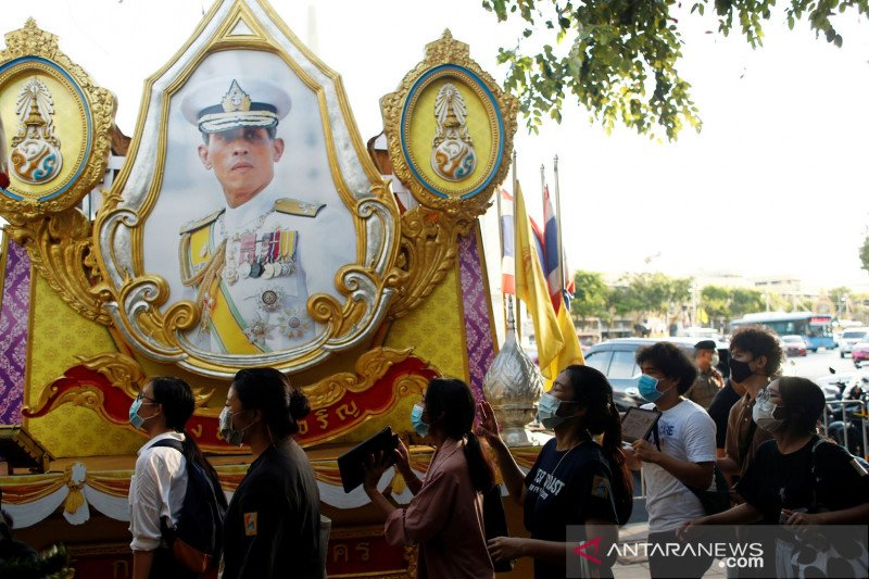 Facebook blokir grup satu juta anggota yang kritik Raja Thailand