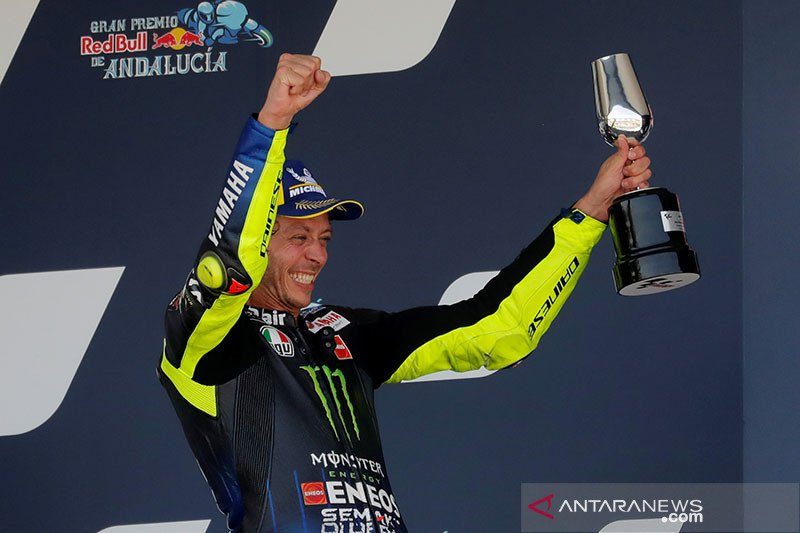 Valentino Rossi incar podium kelas premier ke-200 di Brno