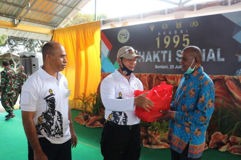 Alumni AKABRI 1995 salurkan bantuan 1.000 paket sembako warga Papua
