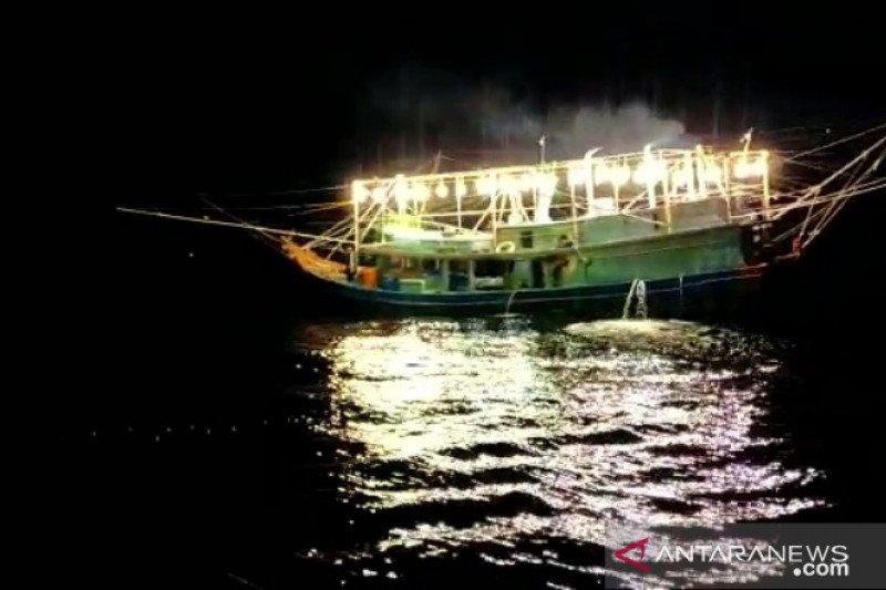 Dikejar warga 6 kapal ikan kabur dari Tambelan