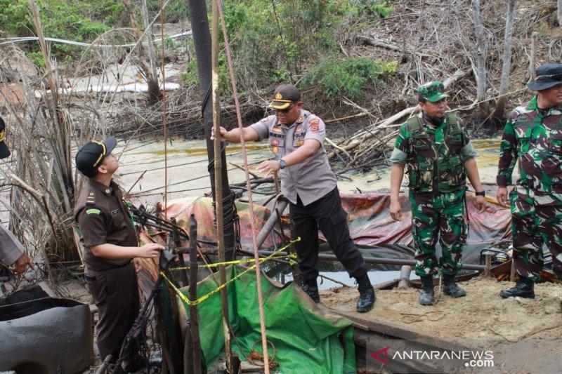 Pertambangan minyak  ilegal di Lubuk Napal Jambi ditutup