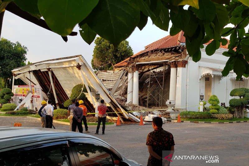 Gedung OJK Jateng yang ambruk sudah tunjukkan tanda-tanda kerusakan