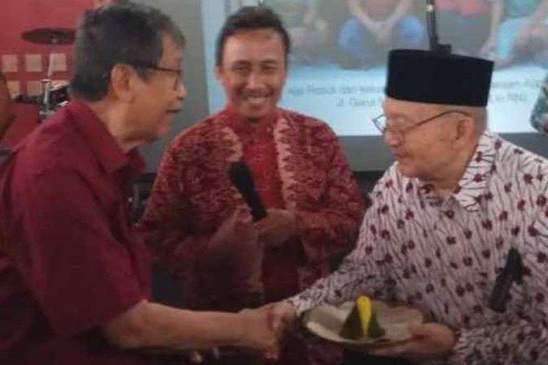 Sastrawan Ajip Rosidi berpulang dalam usia 82 tahun