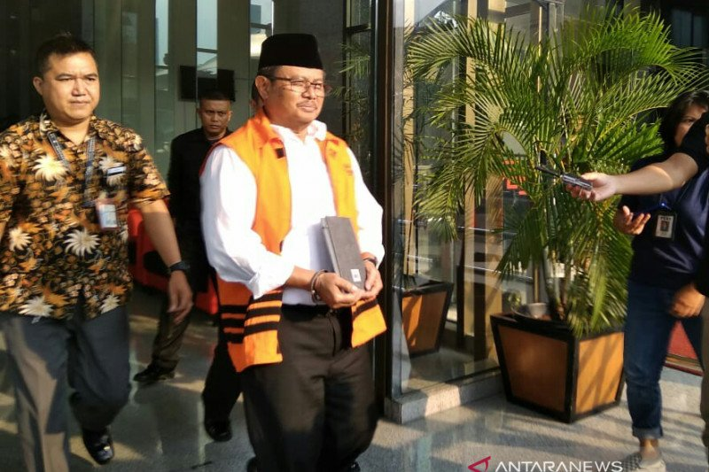 KPK periksa mantan Bupati Indramayu  Supendi