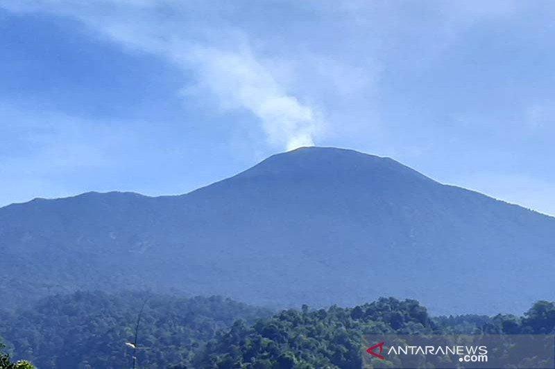 Gunung Slamet masih berstatus waspada