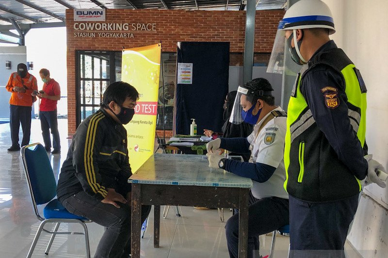 "Penumpang KA terbantu ""rapid test"" COVID di Stasiun Tugu"