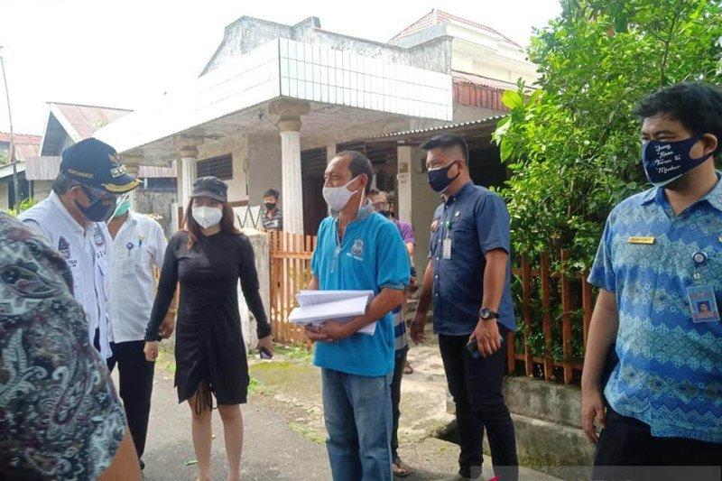 Wali Kota Manado salurkan langsung bantuan social safetynet