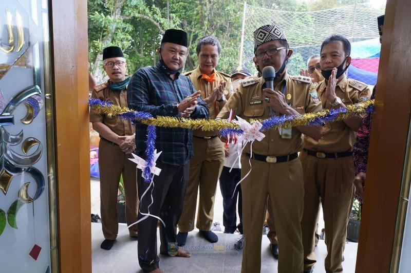 Agus Istiqlal resmikan musholla di Pekon Penggawa V Tengah