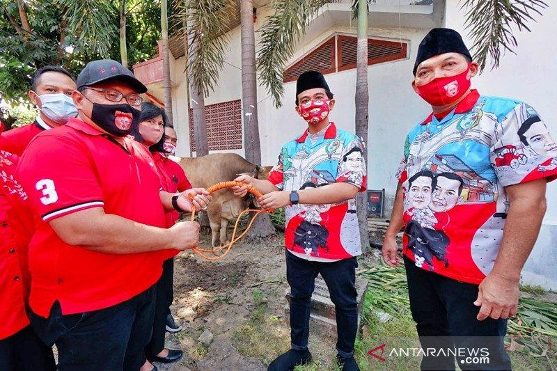 Gibran serahkan sapi kurban kepada PDIP Surakarta