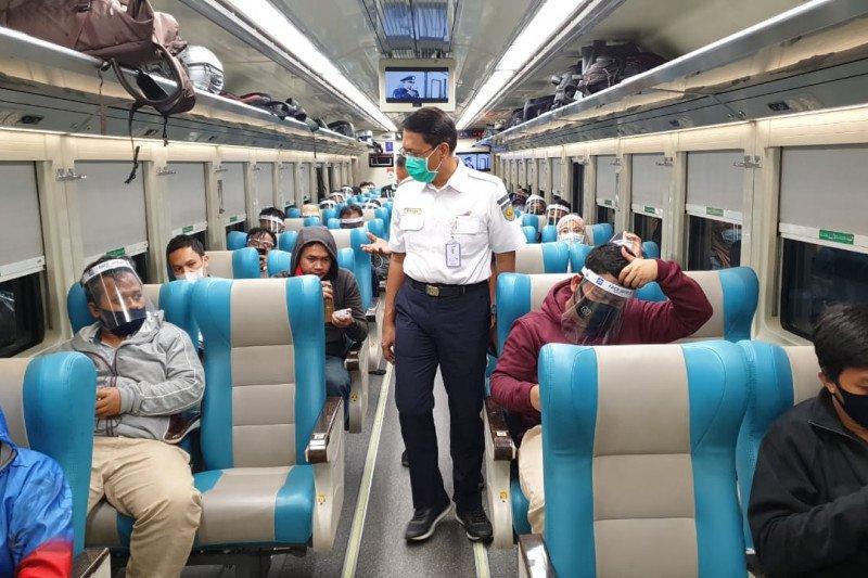 Jumlah penumpang kereta jarak jauh melonjak jelang Idul Adha