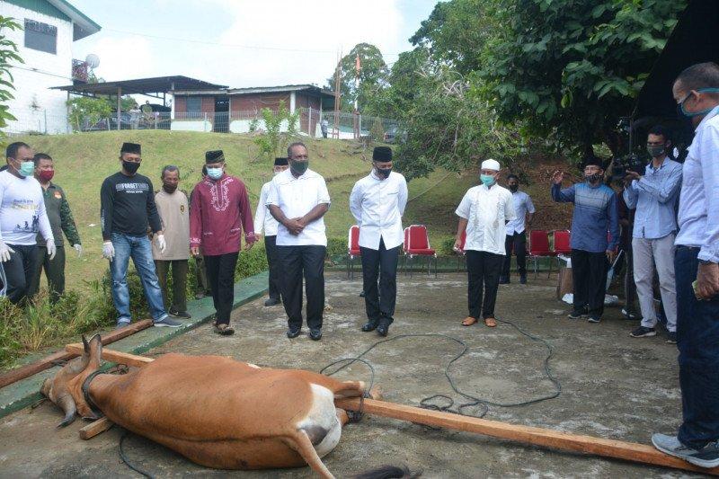 Kodam XVII/Cenderawasih sembelih 10 ekor hewan kurban untuk warga Jayapura