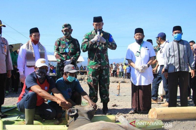 Kasad menyerahkan 16 hewan kurban untuk masyarakat Pulau Bungin Sumbawa