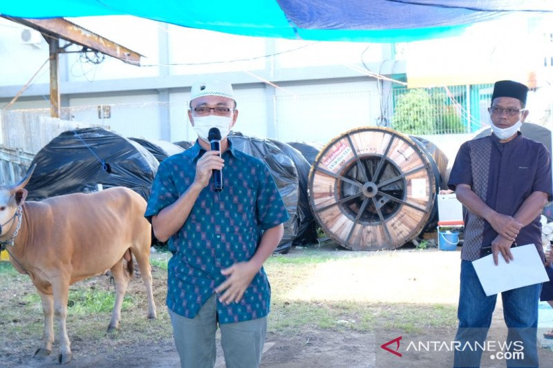 PLN UIW Sulselrabar salurkan 16 ekor hewan kurban di Makassar