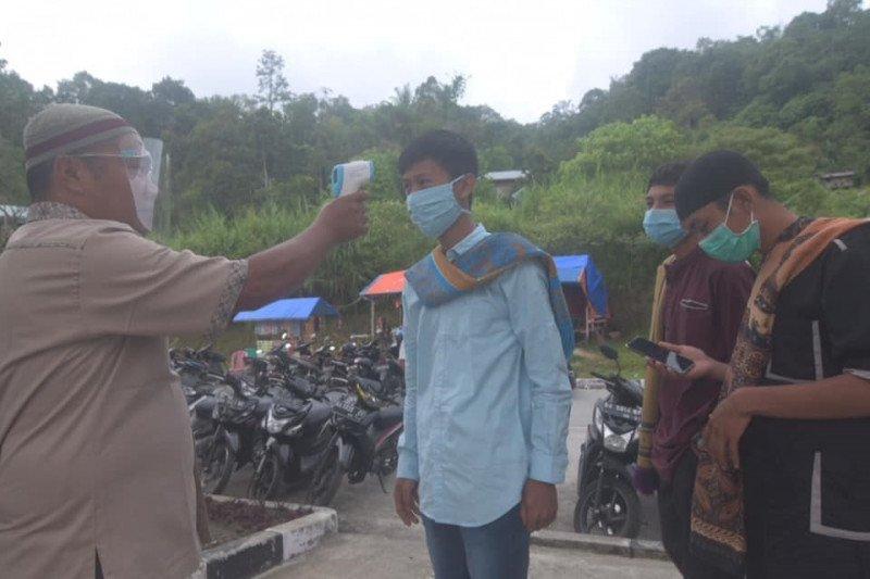 Warga Padang Panjang tunaikan shalat Idul Adha di Islamic Center dengan protokol kesehatan