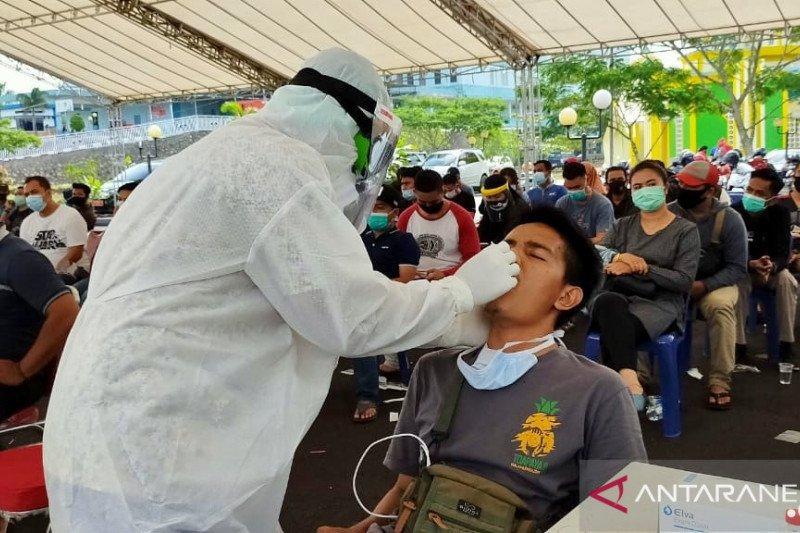 Wartawan jalani tes swab menyusul Gubernur Kepri positif COVID-19