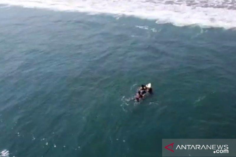 Empat wisatawan tenggelam di laut selatan