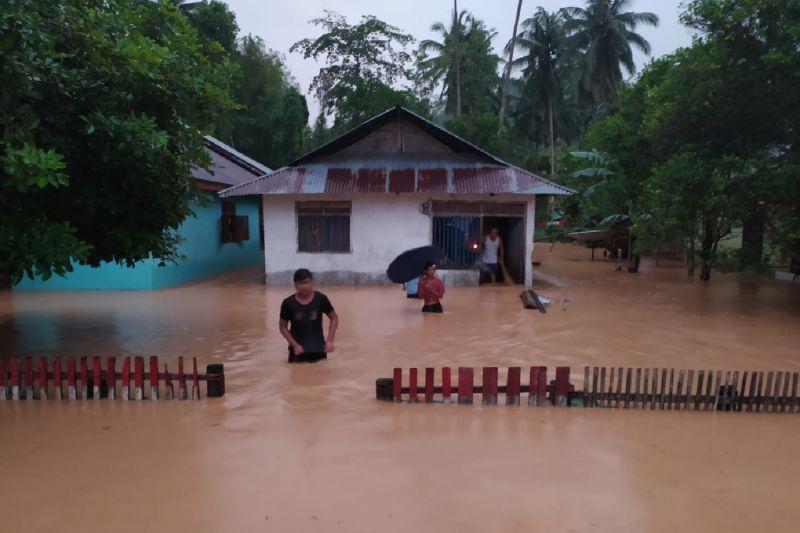 Banjir bandang menghanyutkan 29 rumah di Bolaang Mongondow Selatan
