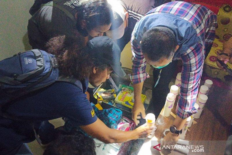 2 kilogram sabu disembunyikan dalam botol bedak di antara pakaian berhasil diungkap Polda NTB