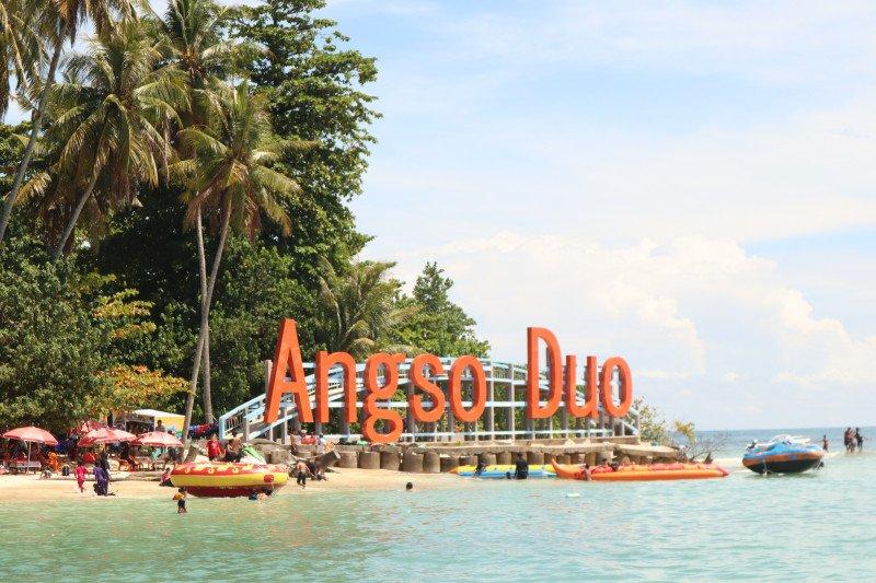 Ratusan turis lokal kunjungi Pulau Angso Duo Pariaman saat normal baru