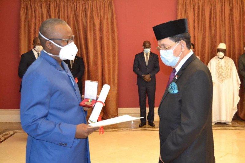 Dubes Mansyur Pangeran Terima Bintang dari  Republik Guinea-Bissau