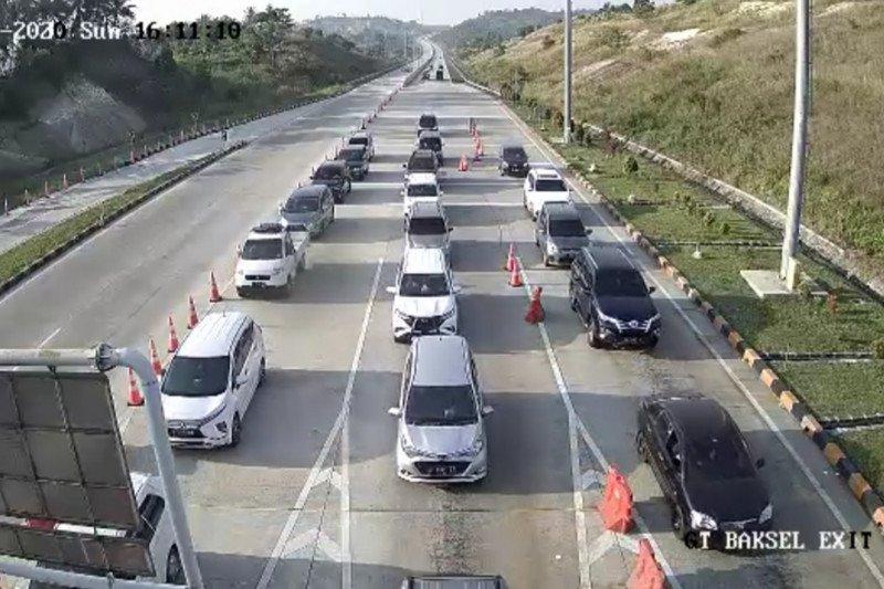 Gerbang tol bakauheni selatan ramai