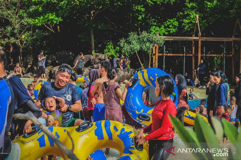 Bugis Waterpark dan TWA Bantimurung ramai dikunjungi pada akhir pekan
