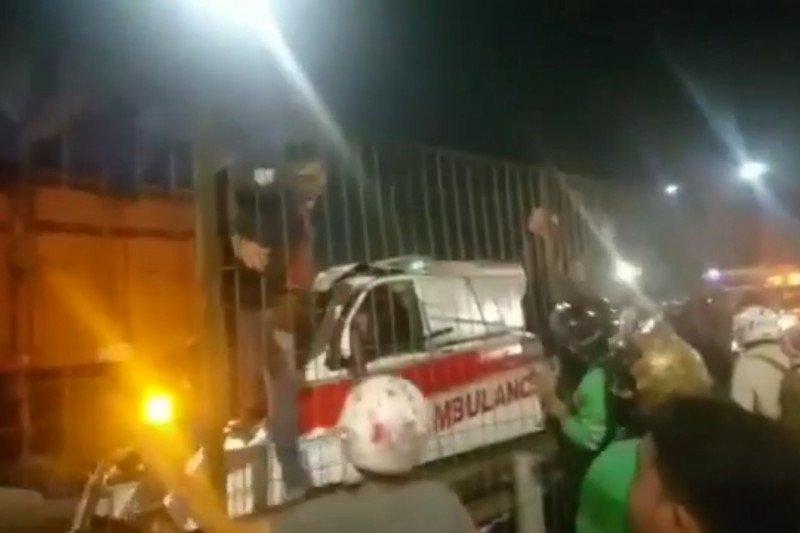 Pengemudi ambulans tewas tabrak truk di jalan Tol Kebon Jeruk