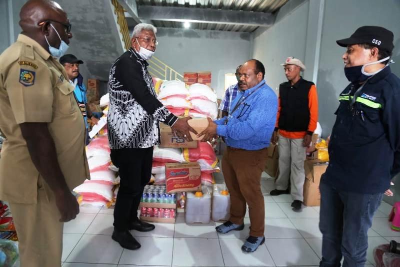 PTFI salurkan bantuan  untuk korban banjir di Kampung Iwaka sekitarnya