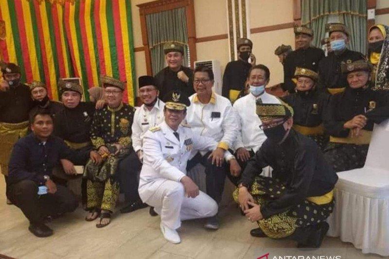 Gubernur Kepri Isdianto minta maaf terkait dengan penularan COVID-19