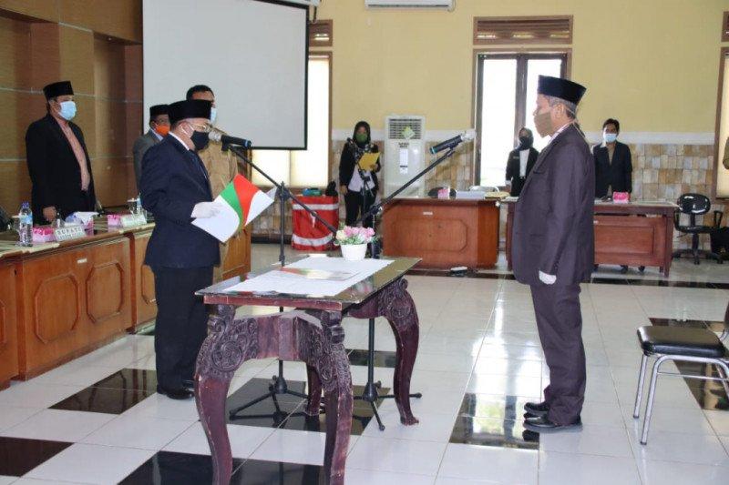 Pejabat Lama Purnabakti, Bupati Najmul Lantik HR Nurjati Penjabat Sekda KLU
