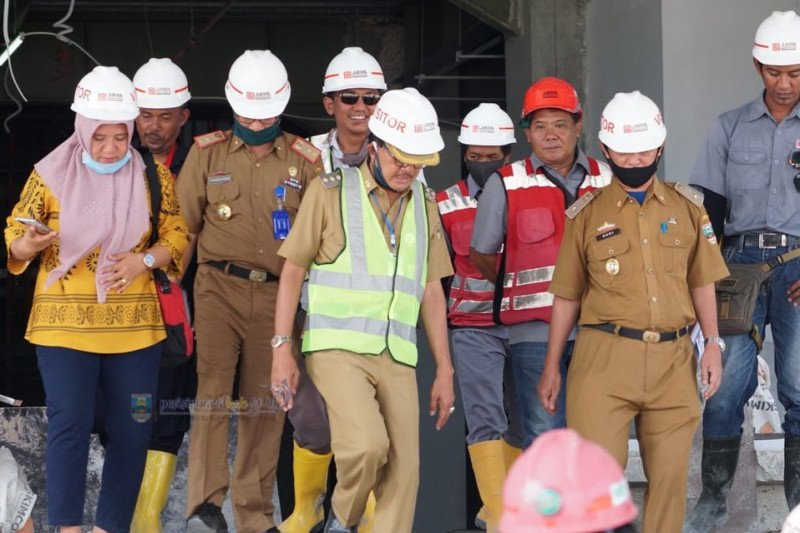Bupati Pesisir Barat sidak pembangunan kompleks perkantoran