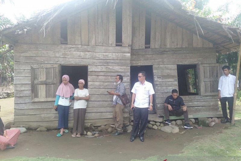 Baznas Pasaman Barat bantu bedah rumah warga kurang mampu