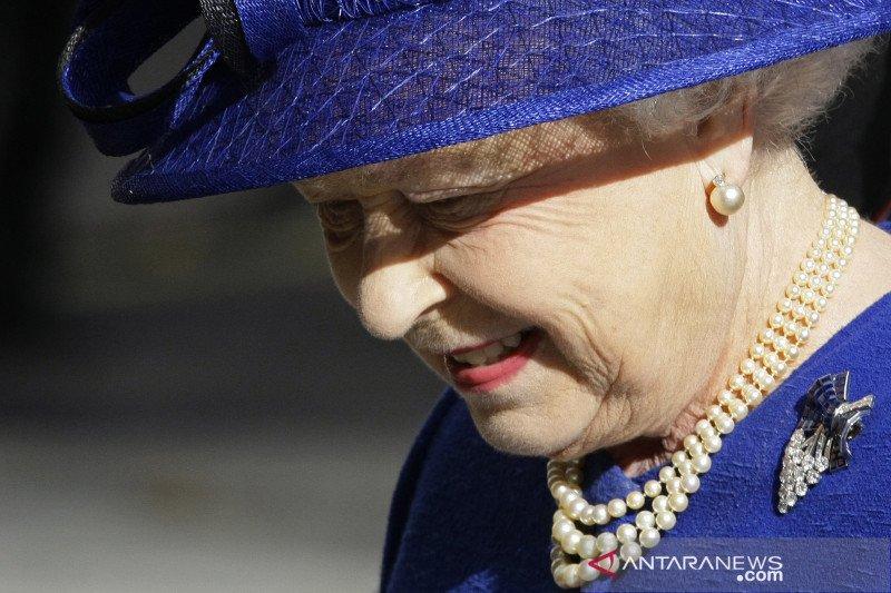 Alasan Ratu Inggris selalu kenakan kalung mutiara