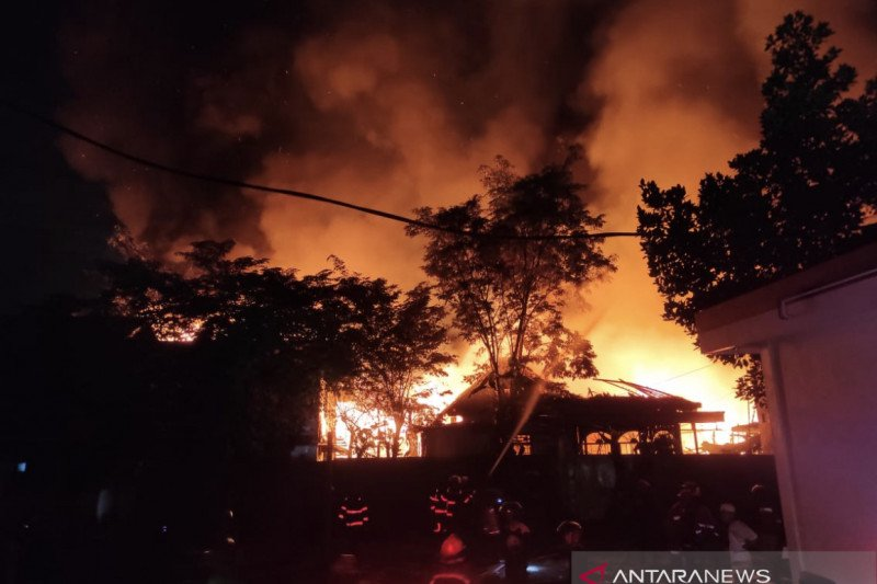 Puluhan rumah dan satu hotel di Samarinda Kaltim Terbakar