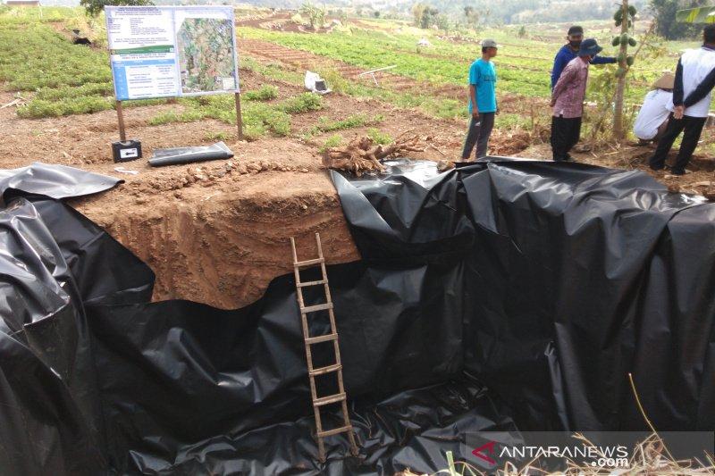 Balitbangtan membantu teknologi irigasi hemat air petani bawang Bantul