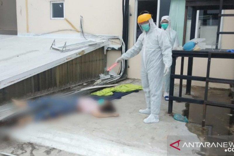 Seorang wanita penderita  COVID-19  terjun  dari lantai 12 RS Royal Prima Medan
