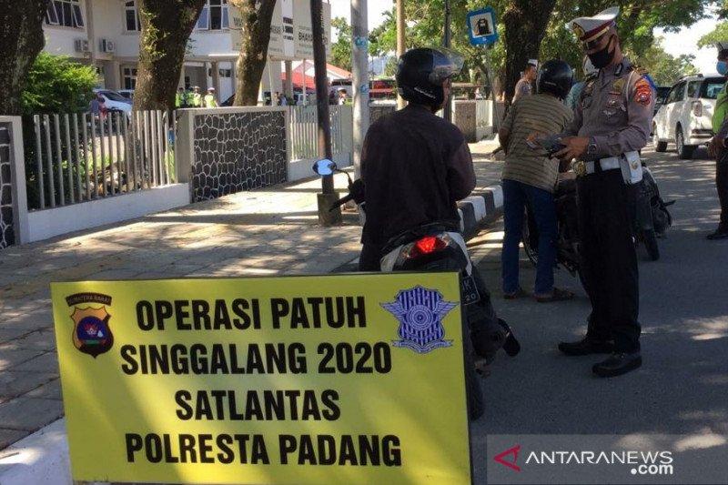 Kesadaran warga pakai helm masih rendah dan abai terhadap keselamatannya