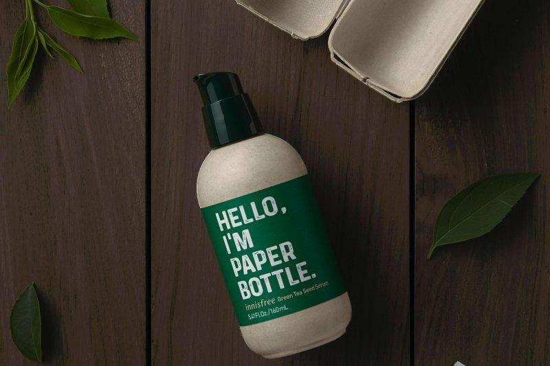 Serum kosmetik ini dikemas dalam botol kertas agar ramah lingkungan