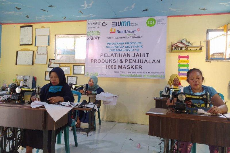 PT BA - IZI Lampung adakan pelatihan jahit membuat masker di Pulau Tegal