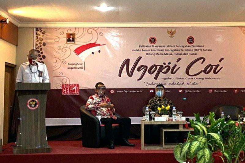 "Di ""Ngopi Coi"", Gubernur Irianto ajak masyarakat perangi hoaks"