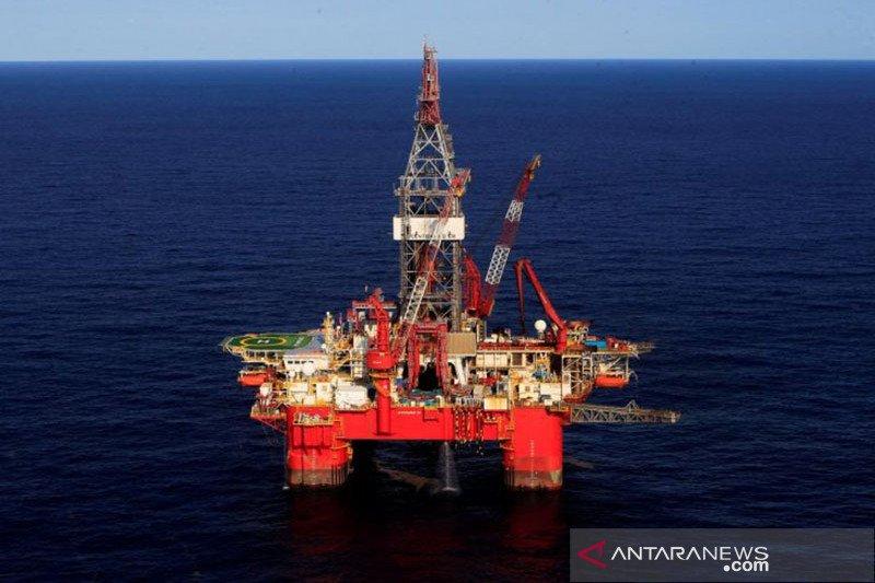 Harga minyak turun di Asia karena dolar menguat dan jumlah rig AS meningkat
