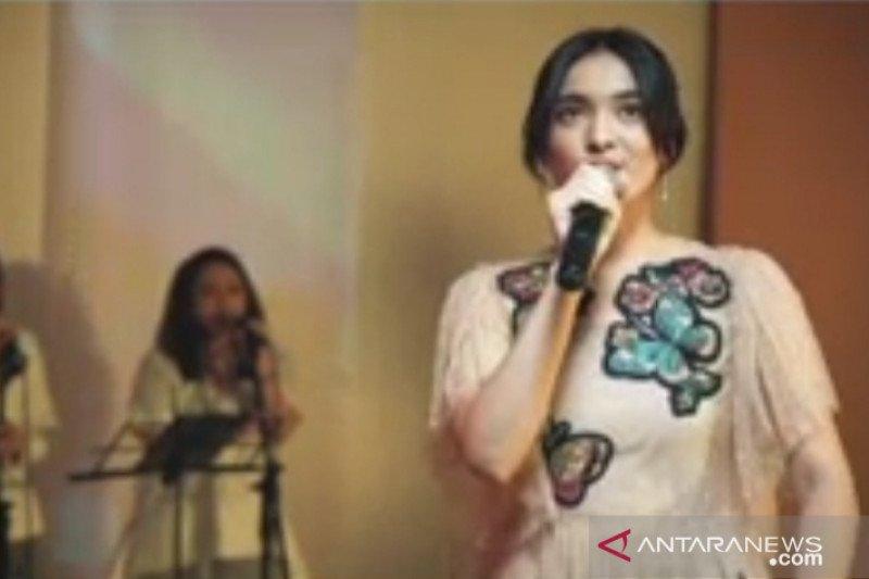 """Mawar de Jongh obati kerinduan di konser virtual """"Ruang Rindu"""""""